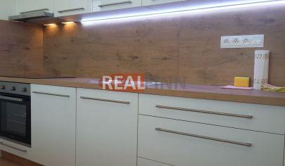 REALFINN EXKLUZÍVNE PREDAJ -  Veľký 3-izbový byt Lastovičia, Nové Zámky