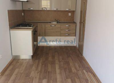 Areté real, Prenájom novostavby 2-izbového bytu s parkovacím miestom v priamom centre mesta Pezinok