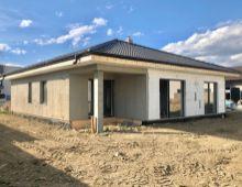 Na predaj 4i rodinný dom bungalov 122m2 v Rovinke kúsok od novovybudovaného nákupného centra, na pozemku 600 m2