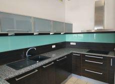 SENEC - Ponúkame na predaj veľkometrážny 3 izbový byt v úplnom centre mesta Senec - s vlastným plynovým kotlom