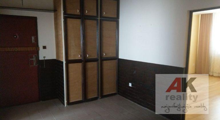 Predaj 3 izbový byt Bratislava-Karlova Ves, Pribišova ulica