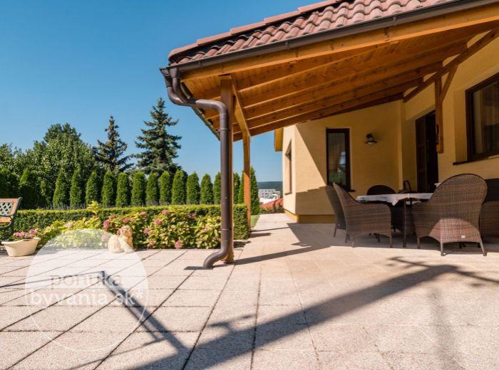 PEZINOK, 6-i dom, 314 m2 - POZEMOK 1240 m2 s dostatkom súkromia, BLÍZKO CENTRA, vykurovaný bazén