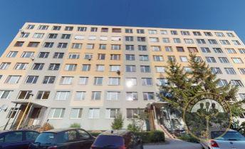 NA PREDAJ - 3 -izbový pražský byt s loggiou, IDANSKÁ ul., vyvýšené prízemie., KE - Terasa