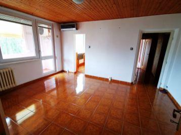 Na predaj pekný zrekonštruovaný 3-izbový byt