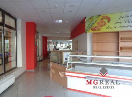 Na prenájom 135,45 m² obchodný priestor v centre Trnavy
