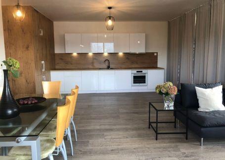 Luxusný 3-izb. byt s loggiou centrum Banská Bystrica prenájom