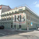 1,5 izbový byt vhodný aj ako kancelária, v peknom historickom objekte, 39 m2