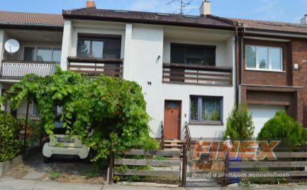 Trojpodlažný rodinný dom kompletne zariadený v centre Dunajskej Stredy