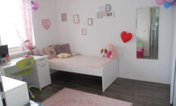 Zariadený 4 izbový byt s 2 loggiami a parkovaním v novostavbe Malý Raj