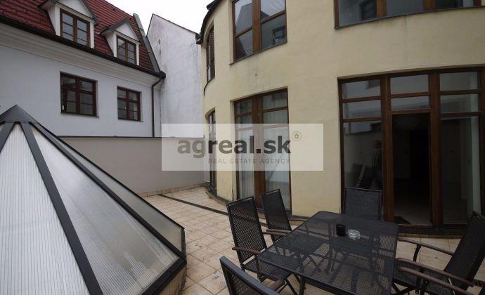 Kancelárske priestory s klimatizáciou a terasou o výmere 215,12 m2, pod Bratislavským hradom, Zámocké schody