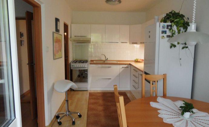 Na predaj 3 izbový byt po kompletnej rekonštrukcii, Svätoplukova ulica, Senec.