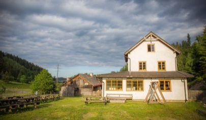 Zaujímavý dom pri lese Novoveská Huta