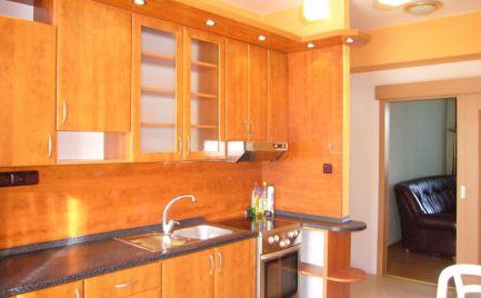 Ponúkame na predaj 2i byt so samostatnými izbami v obci Zlaté Klasy, 25 km od Bratislavy.