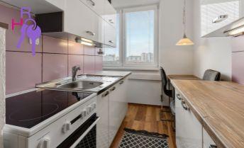 Ponúkame na predaj 2 izbový byt po kompletnej rekonštrukcii na Strečnianskej ul. v Petržalke