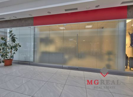 Na prenájom  28,89m2 a 62,30 m2 obchodných priestorov v centre Trnavy