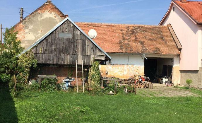 Tehlový dom v pôvodnom stave, pozemok 680 m2