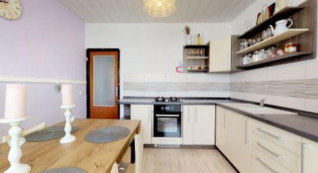 3 izbový byt /balkón, výťah, 74 m2/ Vrbové