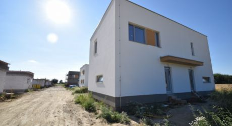Nový 3 izbový rodinný dom P9-B2-Š / Sokolovce
