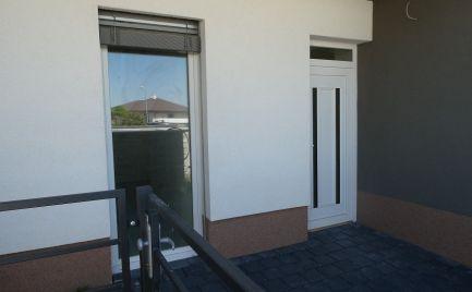 Skolaudovaný rodinným dom s moderným dizajnom v novej lokalite