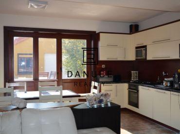 Predaj 4-izbový rodinný dom s veľkou 2 garážou na Trnávke-Ružinov, Bratislava.