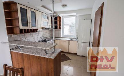 D+V real ponúka na prenájom: 7 izbový rodinný dom, Povoznícka ulica, Bratislava IV, Lamač, záhrada, parkovanie pre dve autá, čiastočne zariadený