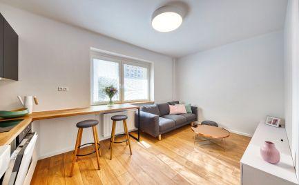 Ponúkame do prenájmu moderne kompletne zrekonštruovaný, nadštandardne zariadený 2-izbový byt o výmere 39 m2 na Trenčianskej ul., Ružinov – Nivy.