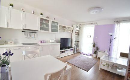 Ponúkame na predaj tehlový, moderný 3 – izbový rodinný dom v radovej zástave v obci Rajka v Maďarsku, 20km od BA.