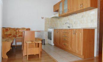 Na predaj 1 izbový zrekonštruovaný byt, Bernolákova ulica, Senec.