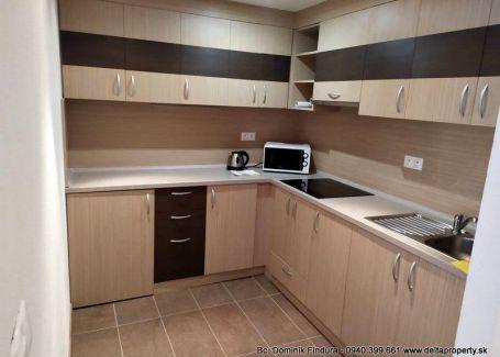 ZNÍŽENÁ CENA - Pekný, zariadený 2-izbový byt s loggiou na predaj Stará Lesná