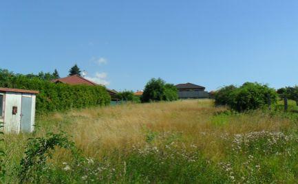 Predám  2 x stavebný pozemok v Lehote pri Nitre so sieťami pri pozemku.