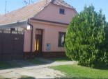 --PBS-- ++++Rodinný dom s dvoma bytovými jednotkami a pozemkom o výmere 980 m2 v obci PAVLICE++++