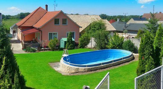 Rodinný dom s bazénom Kamenica nad Hronom