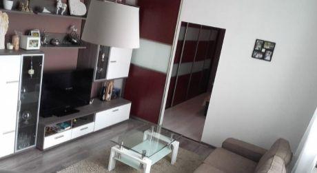 Kuchárek-real: Ponuka 2 izový byt v širšom centre Pezinok.