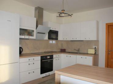 4-izbový byt, 2 terasy, záhrada, 2x parking, záhradný domček na náradie