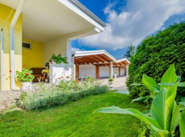 HRADSKÁ UL., VRAKUŇA - CENA DOHODOU - rodinný dom, penzión, chata a parkovisko