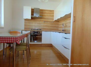EXKLUZÍVNE - Slnečný 3-izbový byt s dvomi balkónmi a nádherným výhľadom na Tatry na prenájom Poprad - Juh 3