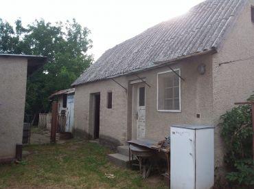 PREDAJ - Dom vhodný na chalupu / BOLERÁZ tichá ulička / veľký pozemok