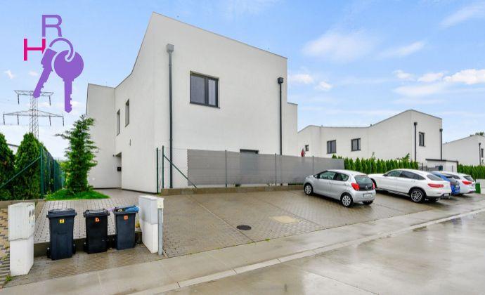 Ponúkame na predaj  zariadený   4 iz. byt v novostavbe trojdomu v Stupave  s vlastnou záhradou