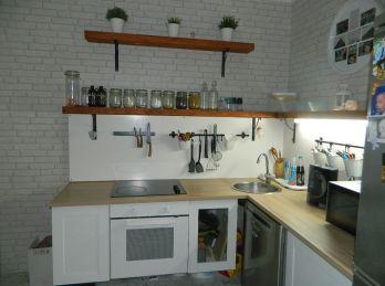 REZERVOVANÝ - Predáme veľký 1-izbový byt o rozlohe 49 m2 v Seredi