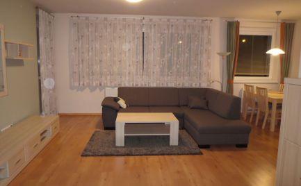 Ponúkame do prenájmu veľký, zariadený 3-izbový byt v 14r. stavbe na Klenovej ulici, Bratislava III., Kramáre.