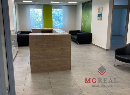 Na prenájom 28,30 m2 atraktívny kancelársky priestor v centre Trnavy