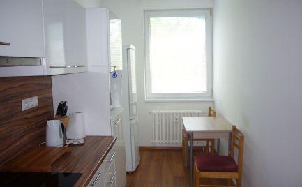 Ponúkame na predaj 3-izbový byt na Beňadickej ulici, lokalita Bratislava V.-Petržalka, časť Lúky