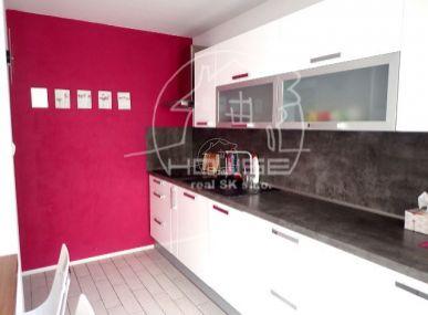 PRENÁJOM: 3 izbový zariadený byt s 2 loggiami