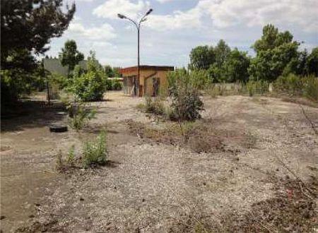 Na predaj 1717 m² spevnený pozemok v blízkosti centra Šale