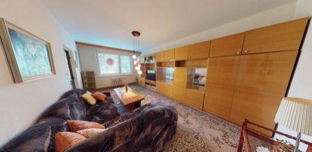NA PREDAJ byt v Novej Dubnici - ideálny na rekonštrukciu 4 izbového bytu