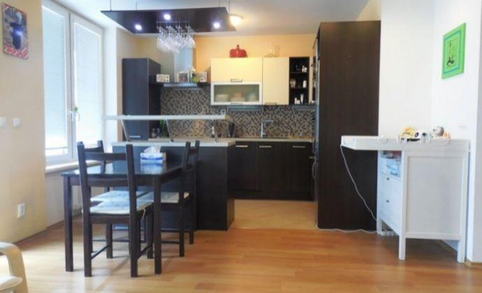 Veľký 3izb. byt s loggiou, 94 m2, (**dvoj garáž**), bytový komplex RETRO, Nevädzova ul., BA II.