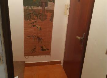 Prenájom 1-izbový byt vo Vrábľoch 29-14-MIK