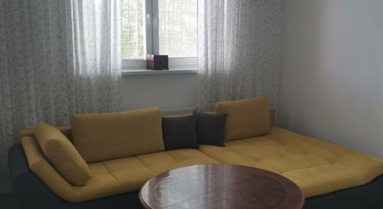Predáme špecifický 4 izbový byt v Moste pri Bratislave vhodný aj na podnikanie.