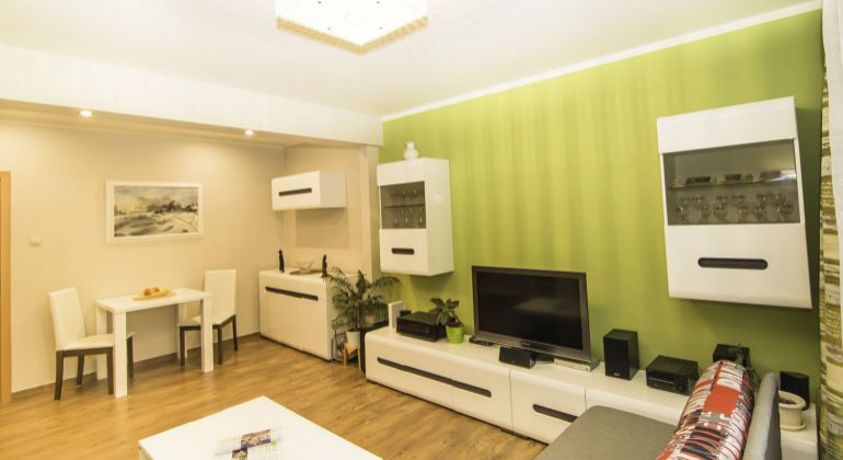 Ponúkame exkluzivne na predaj čiastočne zariadený 2,5-izbový byt v mestskej časti Bratislava – Nové mesto