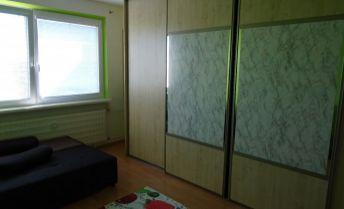 Na predaj čiastočne obnovený 2-izbový byt na Sídlisku Západ v Rimavskej Sobote